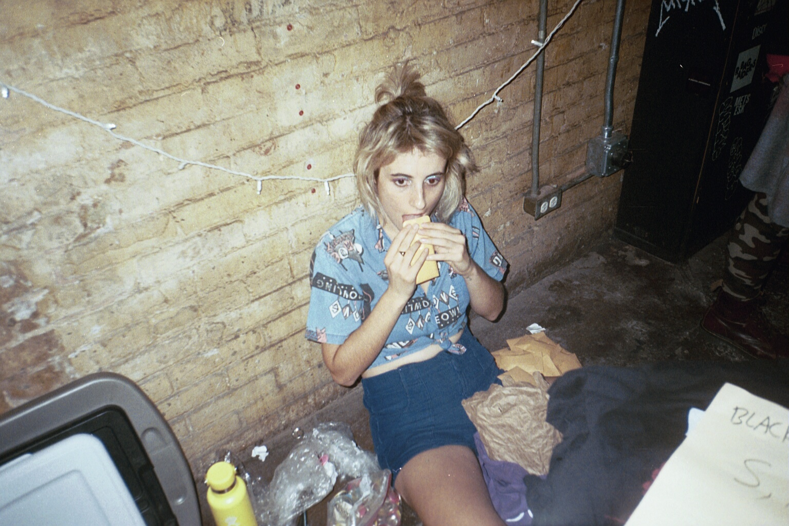 Working-merch-at-show-the-paranoyds